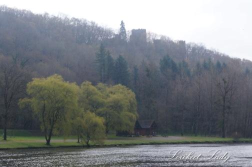 WK_Web_picnic spot on riverbank